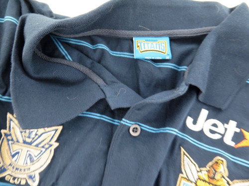 GOLD COAST TITANS SIGNED SUPPORTERS SHIRT. 12 SIGNATURES.