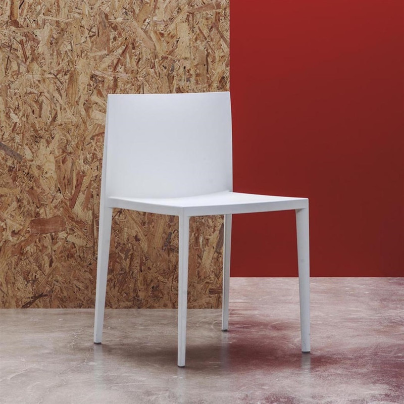 SAIL. Stackable side chair made of thermo-polymer.