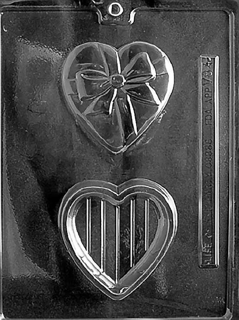 HEART POUR BOX WITH BOW