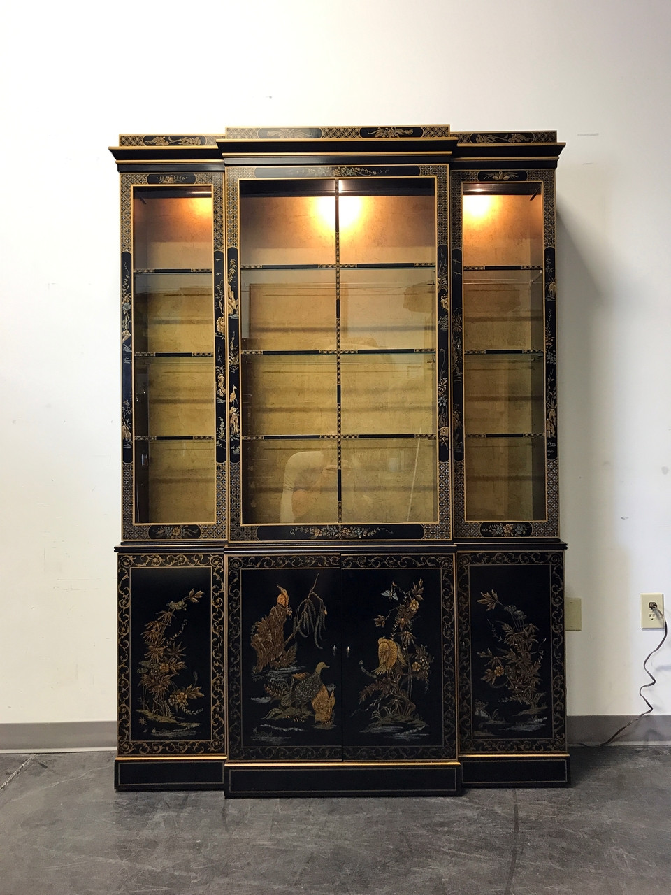 SOLD OUT   DREXEL HERITAGE Et Cetera Asian Chinoiserie Breakfront China  Cabinet