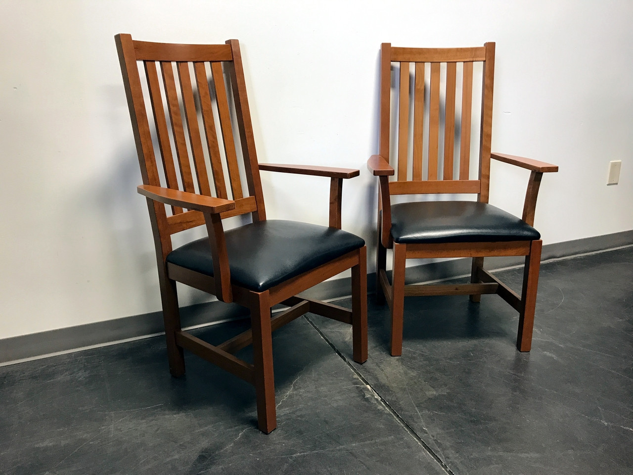 Ordinaire SOLD OUT   Mission Arts U0026 Crafts Craftsman Cherry Arm Chairs With Leather  Seats   Set