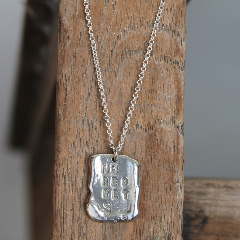 "Long necklace in silver features ""NO REGRETS"" inspirational message"