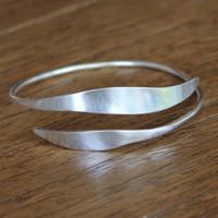 Adjustable, feminine silver bracelet