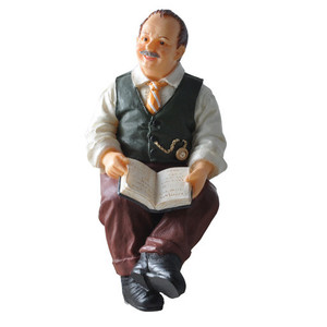 HW3051 - Figure - Vernon - Sitting