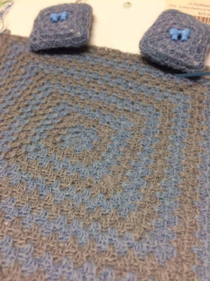 Dollhouse Miniature -3652 - Knitted Blanket & Two Pillows - Gray/Blue