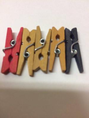 Dollhouse Miniature - 722 - Clothes Pins - Pkg/5 - Coloured