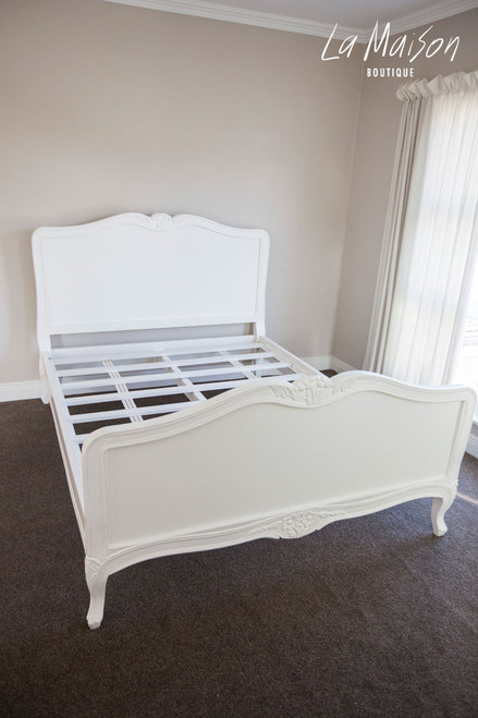 PRE ORDER: Louis Bed with Wood Panel - Queen size