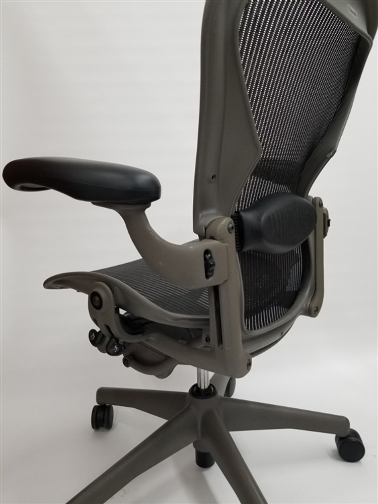 Herman Miller Aeron Chair Size B Fully Featured Gray Frame