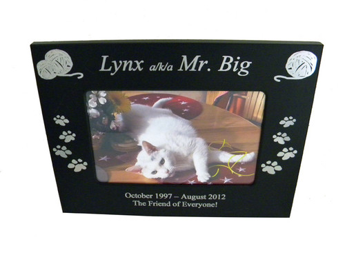 4 Paws Photo Frame - Black Metal with Yarn Balls