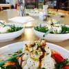 | Burrata salade : tomaat, burrata, balsamico en rucola |