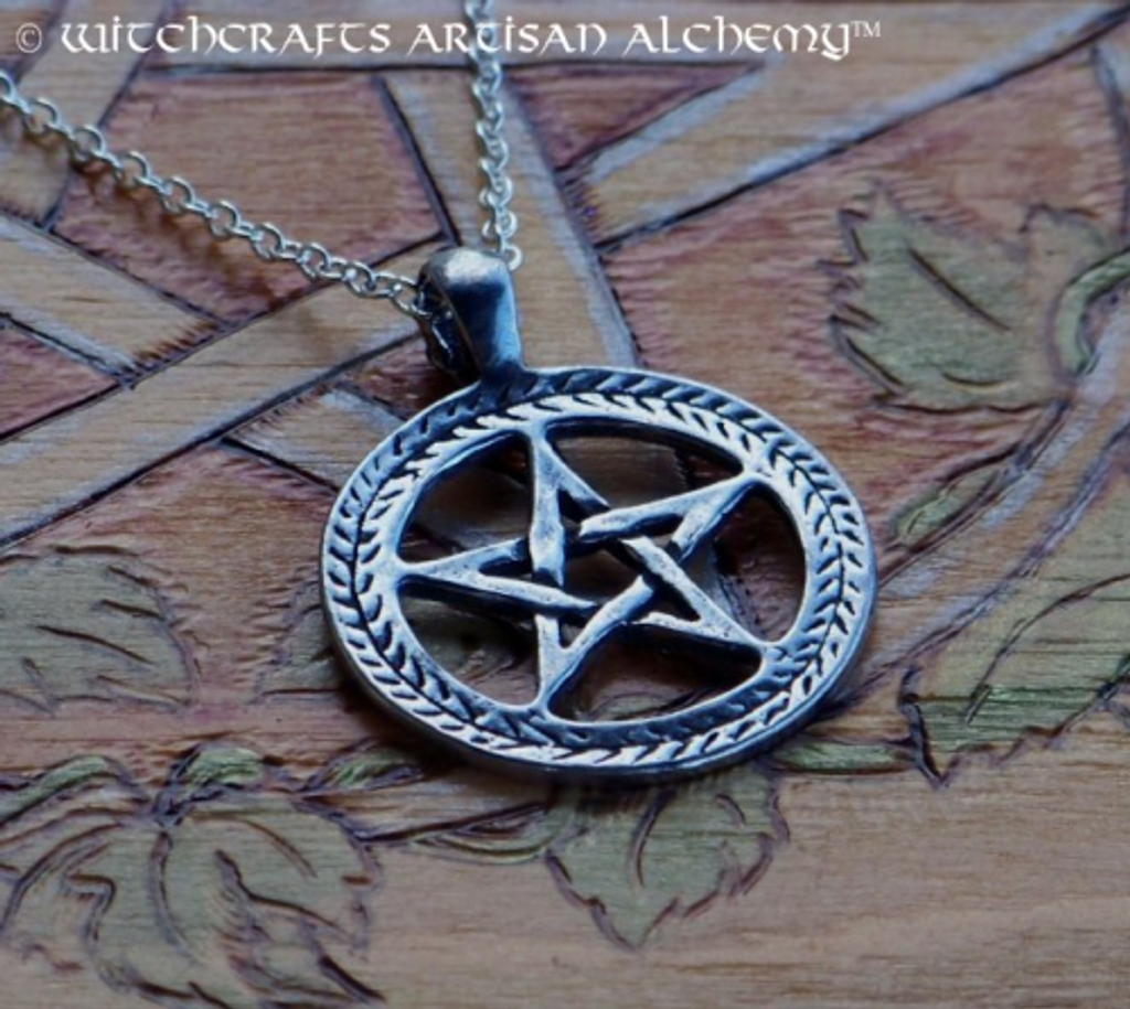 INTERWOVEN PENTACLE Pendant Necklace w/ Leaf Circle Design
