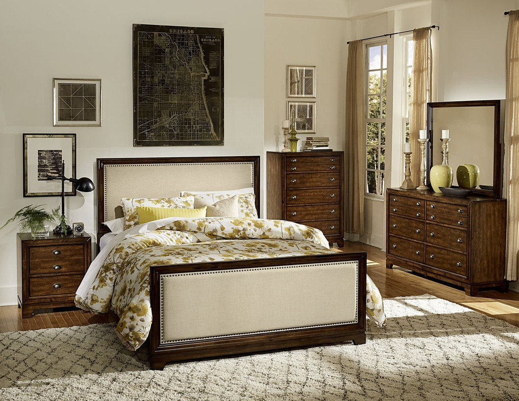 BERNAL HEIGHTS FABRIC NAIL-HEAD AND WOODEN FINISH