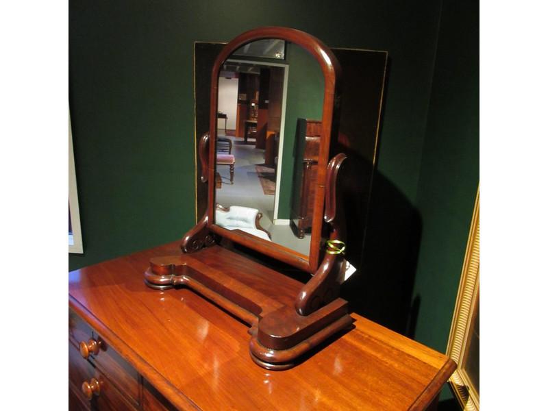 Elegant Victorian mahogany mirror