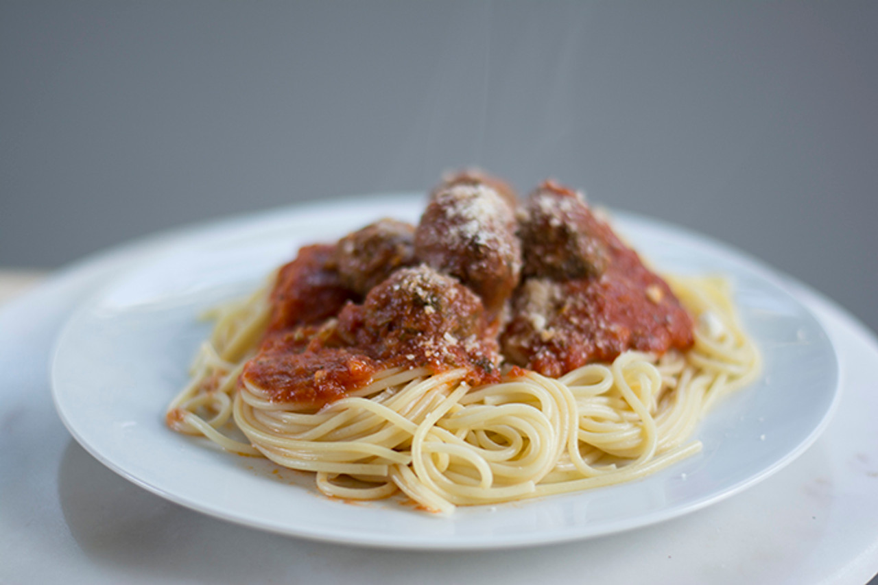 Organic Ground Beef Meat Balls in Spagetti