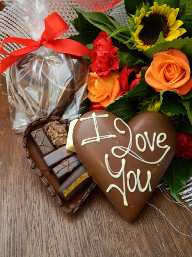 I LOVE YOU or PERSONALISED Heart filled with 6 Chocolates