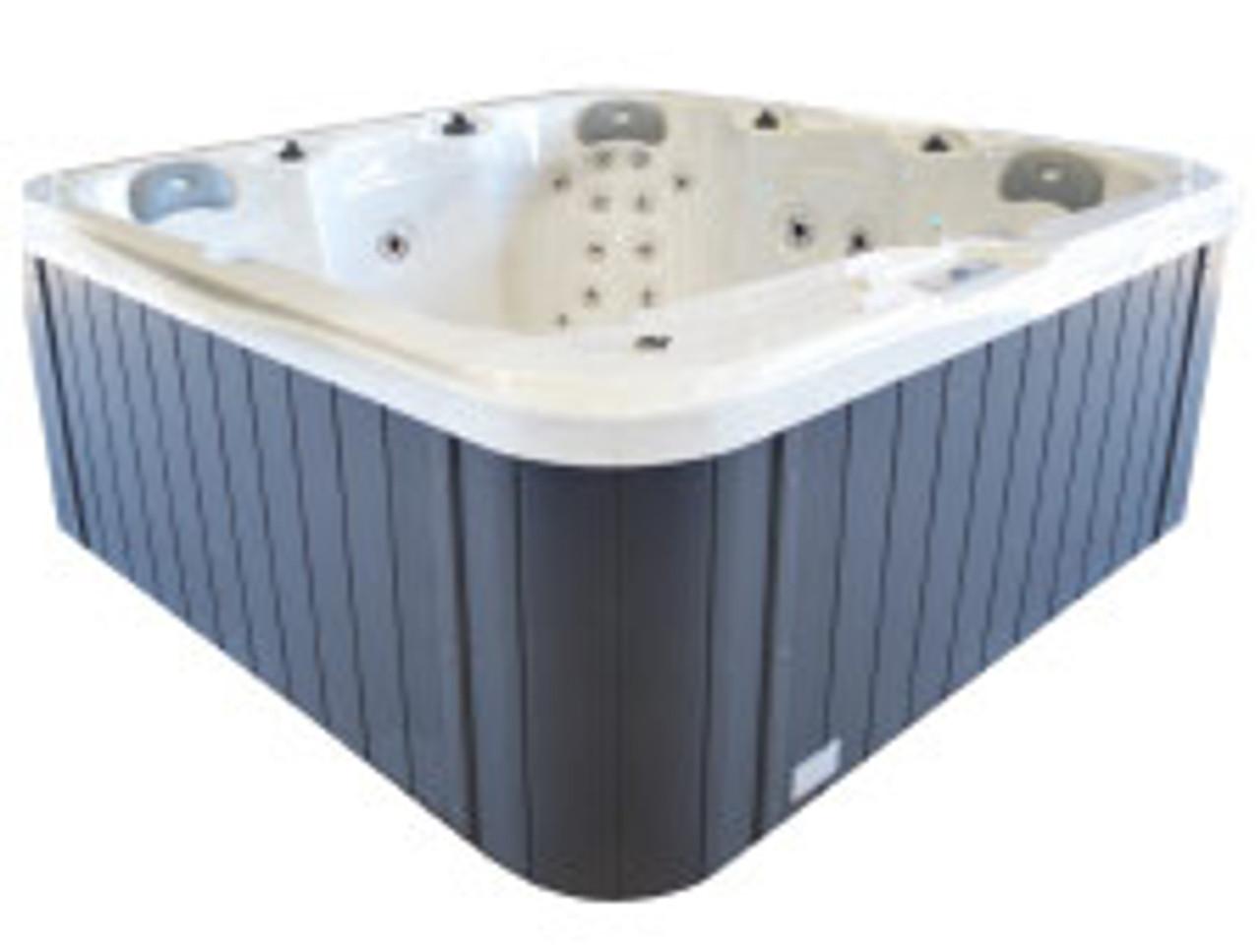 Galaxy Aquila spa pool