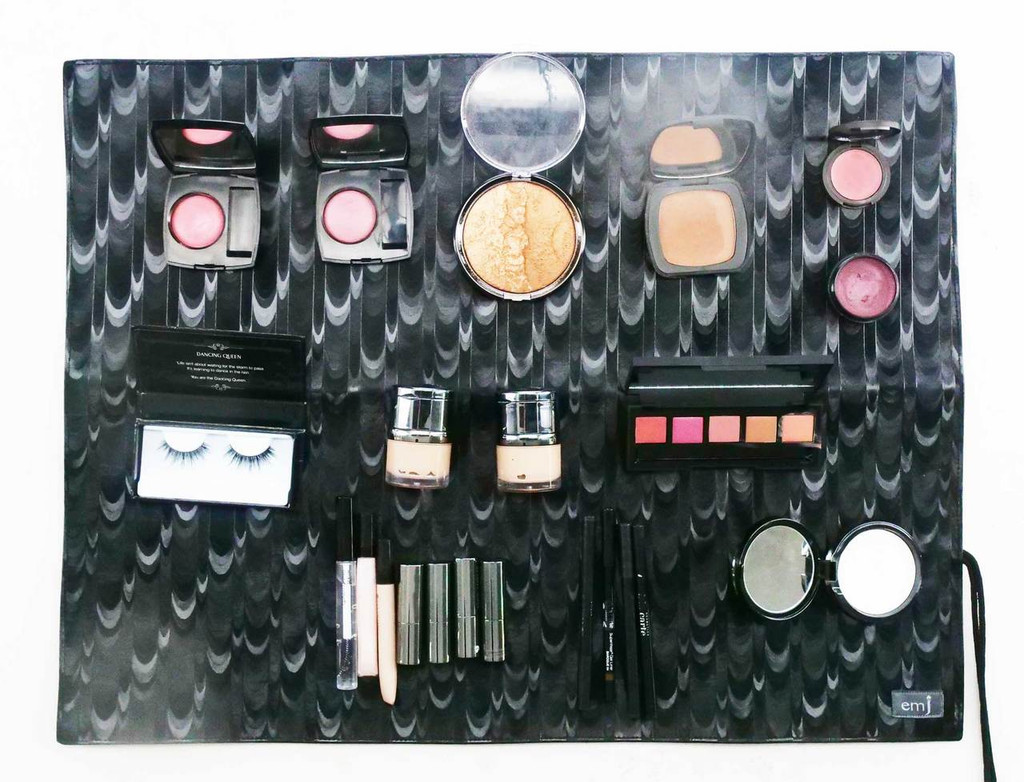 Raven Make-up Mat