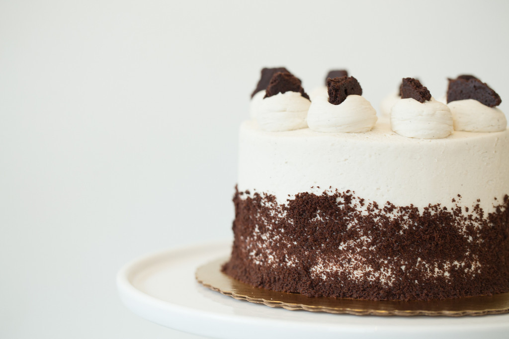 BAKED Cookies & Cream Cake or Cupcakes