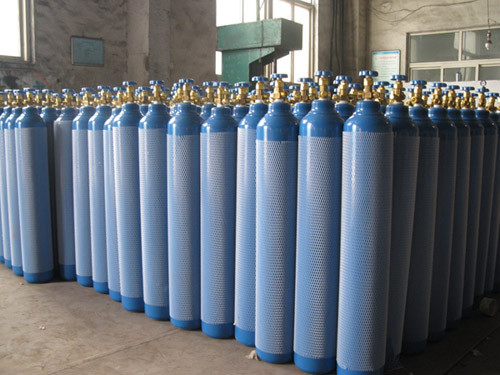 Industrial Oxygen gas cylinders (cylinders are returnable when empty)