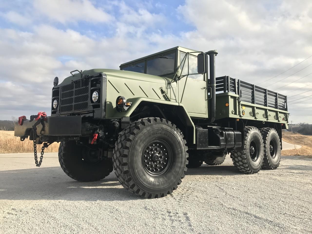 M900 Series Trucks