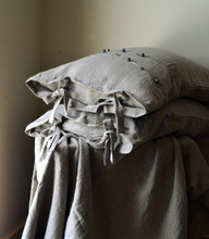 Natural stonewashed pillowcase with ties