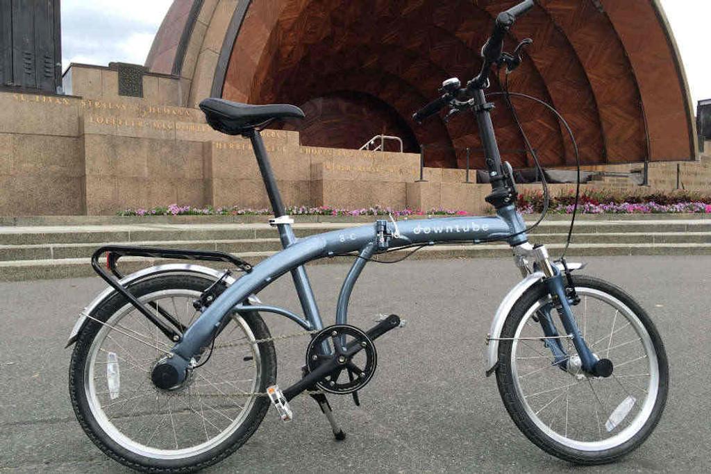 8C folding bike silver standing