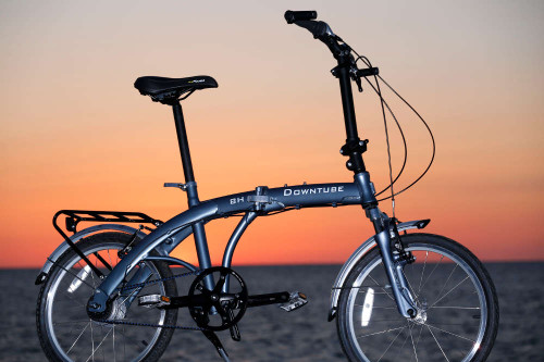 8H folding bike at the beach