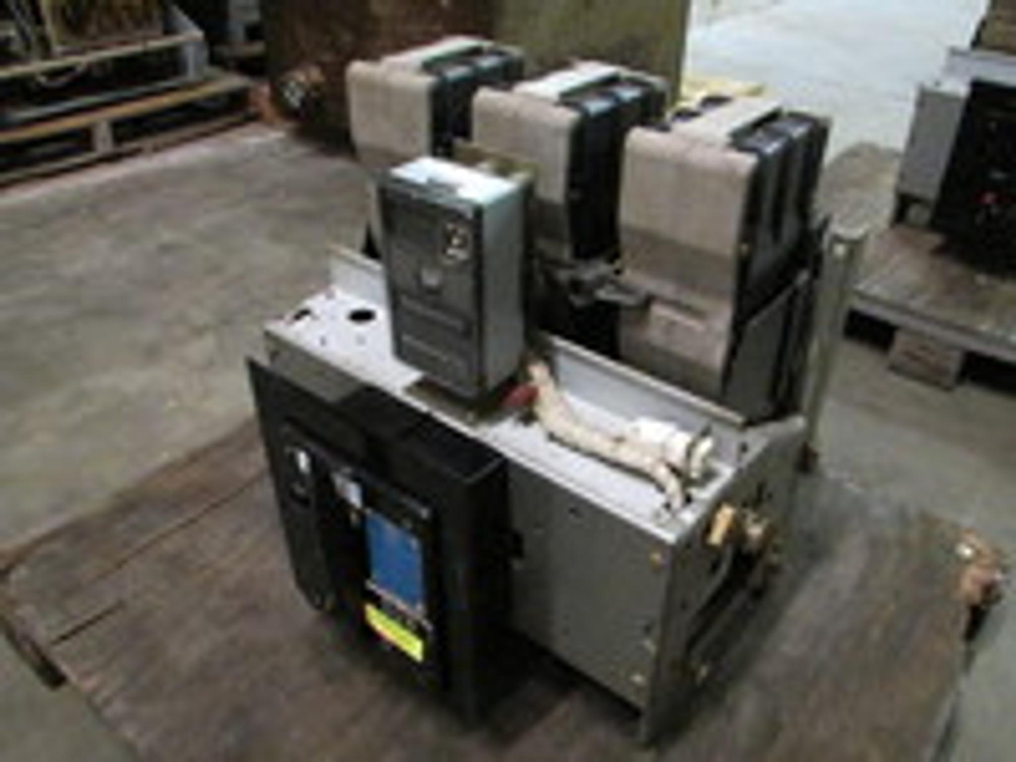 ITE K-1600 Breakers