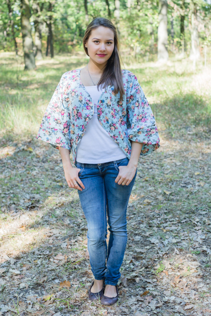 """""""Fly towards Glory"""" Kimono jacket in Vintage Chic Floral pattern"""