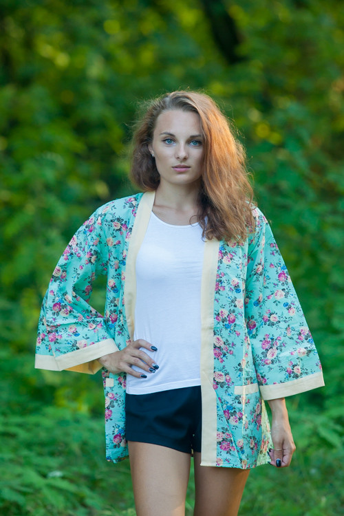 """Street Style"" Kimono jacket in Vintage Chic Floral pattern"