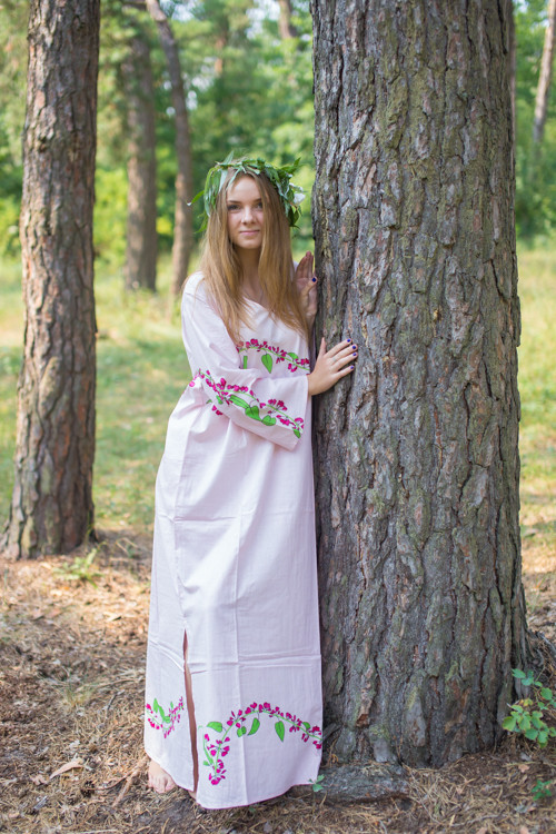 """The Unwind"" kaftan in Climbing Vines pattern"