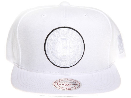Brooklyn Nets Logo Tracksuit Material Mitchell & Ness NBA White Snapback Hat