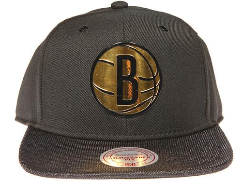 new arrival 2c509 7e3ab Brooklyn Nets Gloss Gold Logo Woven Brim Mitchell   Ness NBA Black Snapback  Hat