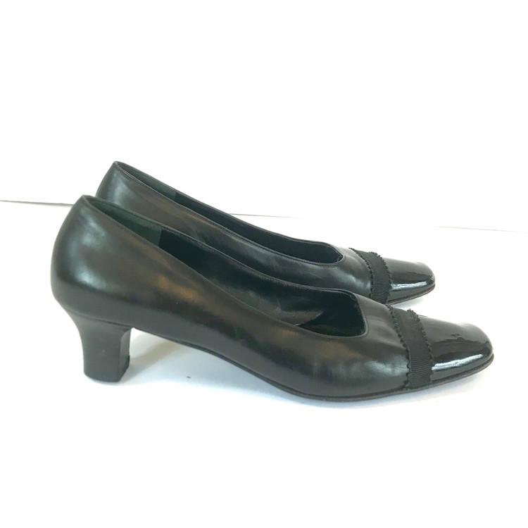 Ferragamo Classic Black Pumps with Patent Toe