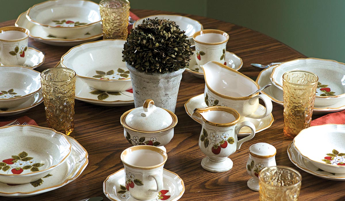 Really Truly Vintage & Mile-A-Way Dinnerware Antiques \u0026 Collectibles | Retailer of ...