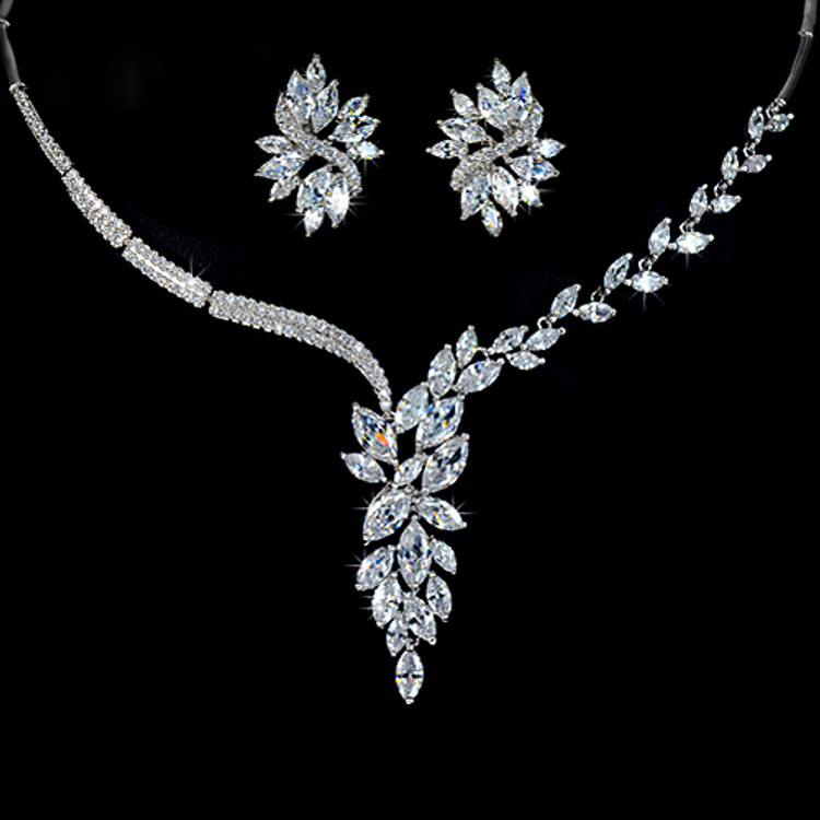 Leaf Necklace and Flower Stud earrings Set