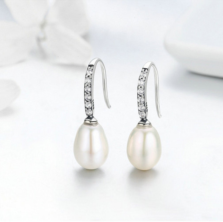 Hanging Drop Pearl Earrings