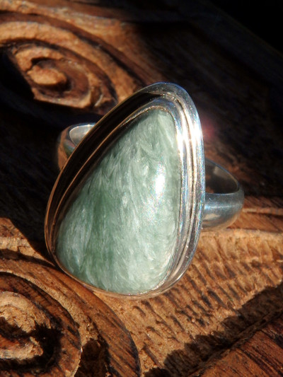 Angel Wing Seraphinite Ring in Sterling Silver (Size 6.5)