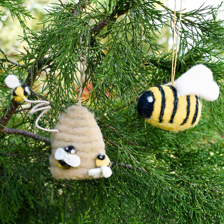 These soft, simple, and super-cute felt ornaments are the perfect holiday gift for bee-lovers!