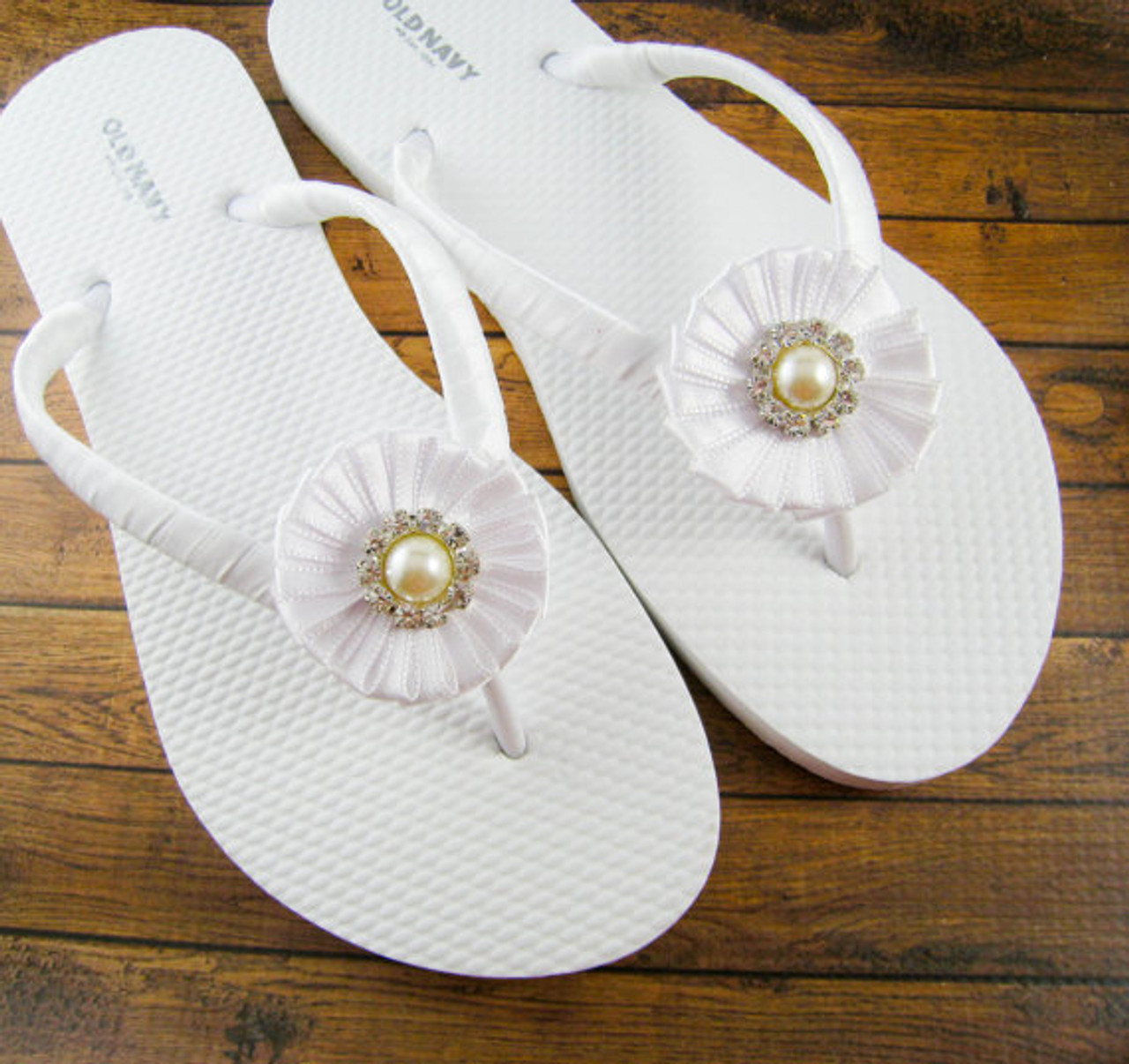 Bridal Flip Flops - White and off white / Wedding Flip Flops / Bridesmaid , Bridal Shower, Flower Girl, Birthday Party, Favor