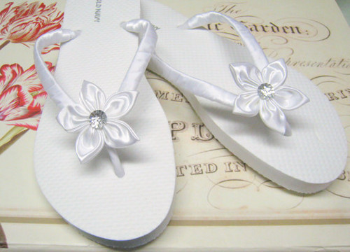 White Floral Bridal Flip Flops / Bridesmaid , Bridal Shower, Flower Girl, Birthday Party, Favor