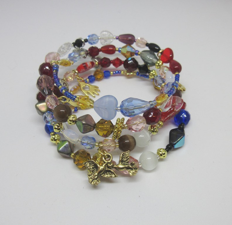 Bead and charms represent the iconic story of Romeo and Juliet.