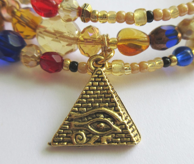A Pyramid charm represents the setting of Egypt.