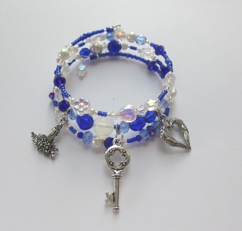 The Mimi and Moonlight Bracelet is inspired by the love duet between Rodolfo and Mimi in Act 1 of Puccini's La Boheme.