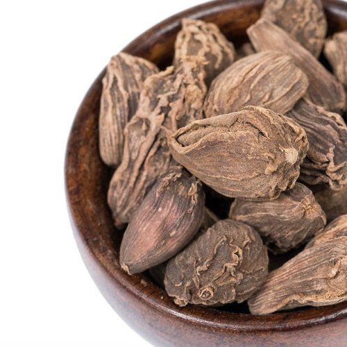 These Whole Black Cardamom pods impart a warming, smoky flavor, perfect for infusing into spicy, savory recipes. Incorporate into baked goods for spicy-sweet flavor. Add to seasonings for chicken, duck, red meats, lentils and curries. Include in chai tea infusions.