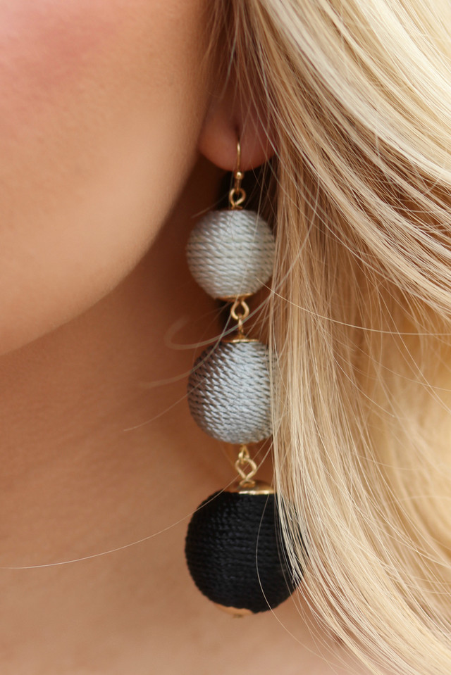 CHAMPAGNE KISSES EARRINGS: Black/Grey