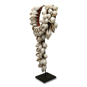 Necklace on stand- Angle 45º