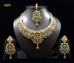 Stunning Gold Plated Floral Pattern Necklace Set1973