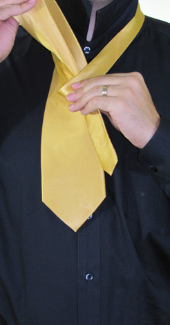 How To Tie A Full Windsor Knot | Step 3