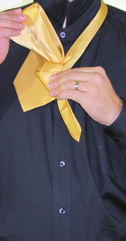 How To Tie A Full Windsor Knot | Step 7
